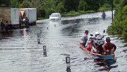 Banjir Terjang Kapuas Hulu Kalbar, Akses Jalan Terputus