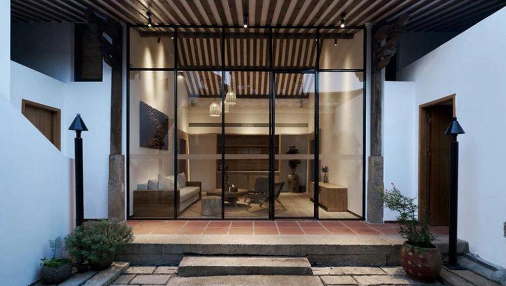 Nipu Mata, Rumah Modern Ini Kelihatan Kuno dari Luar