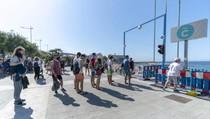 Berjemur di Pantai Tak Lagi Mudah, Turis Antre dan Tunggu Kuota