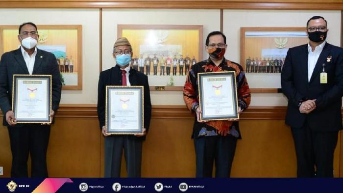 Penghargaan MURI untuk BPK dan STAN