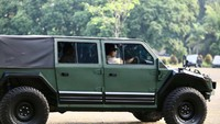 Prabowo Jajal Mobil Perang Maung