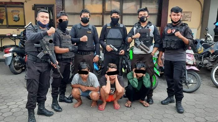 Polres Pelabuhan Makassar tangkap 3 remaja yang membawa air gun hingga ketapel (dok. Istimewa)
