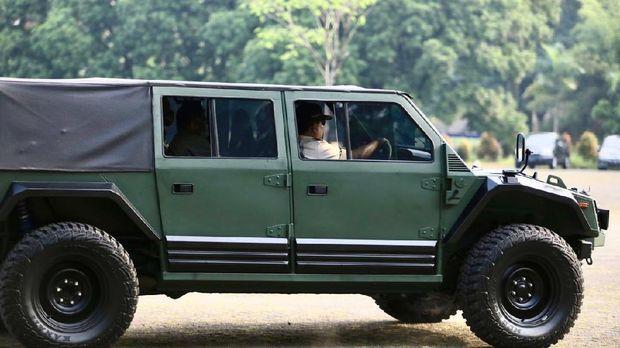 Prabowo perkenalkan kendaraan Rantis 4X4 yang yang diberi nama Maung. Dok: Twitter Prabowo Subianto