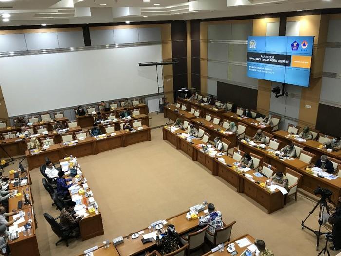 Rapat kerja Komisi I dengan Menkum HAM Yasonna Laoly dan Wamenhan Sakti Wahyu Trenggono
