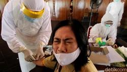 Sejumlah ASN di Solo mengikuti Rapid Test. Pemerikasaan itu diutamakan bagi para ASN yang memiliki riwayat penyakit Hipertensi dan Diabetes Mellitus.