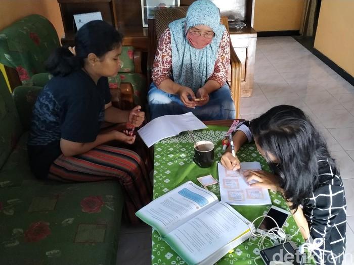 siswa siswi di blitar belajar sistem daring