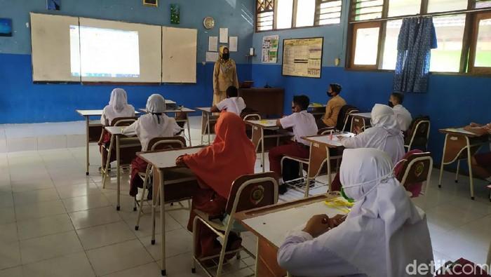 Siswa SMPN Diminta Masuk Sekolah Saat Mojokerto Masih Zona Merah Corona