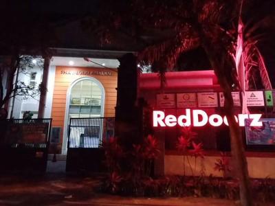 Viral! Sekolah Jadi Hotel, Ada Papan Nama RedDoorz