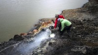 Foto: Bukan Neraka, Ini Tebing Merah Membara dari Kanada