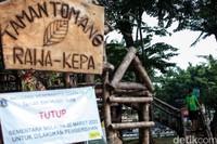 Adapun RTH yang menjadi pengelolaan Dinas Pertamanan terdiri dari Taman, Jalur Hijau, Hutan Kota, Taman Pemakaman Umum, Kebun Bibit, dan Taman Marga Satwa Ragunan milik Pemprov DKI Jakarta.