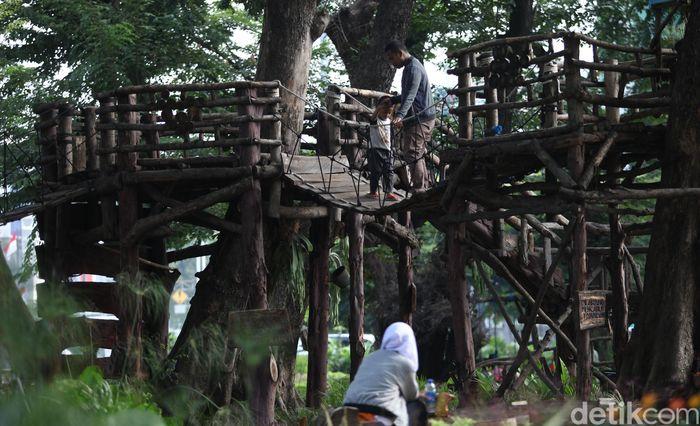 Dinas Pertamanan dan Hutan Kota Provinsi DKI Jakarta secara bertahap kembali membuka Ruang Terbuka Hijau (RTH) di beberapa wilayah Ibu Kota. Tapi Taman Tomang masih ditutup.