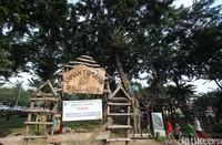 Selama masa PSBB Transisi di Jakarta, sejumlah taman memang masih ditutup pemerintah guna mencegah penularan COVID-19. Beberapa taman yang ada di DKI Jakarta seharusnya dijaga oleh petugas untuk melakukan monitoring terhadap penggunaan area taman.