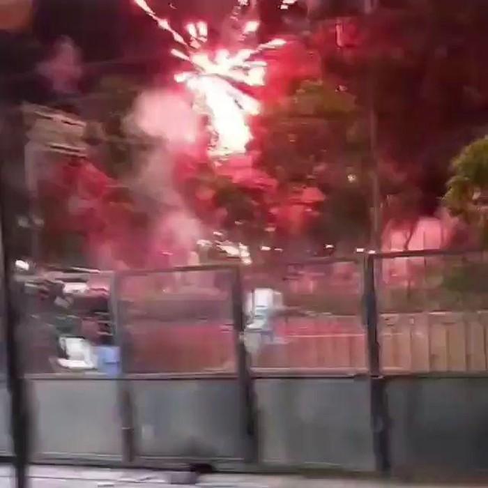Video yang menunjukkan tawuran antarremaja viral di media sosial. Peristiwa itu terjadi di Jalan Kenjeran, Surabaya, sekitar Makam Rangkah.