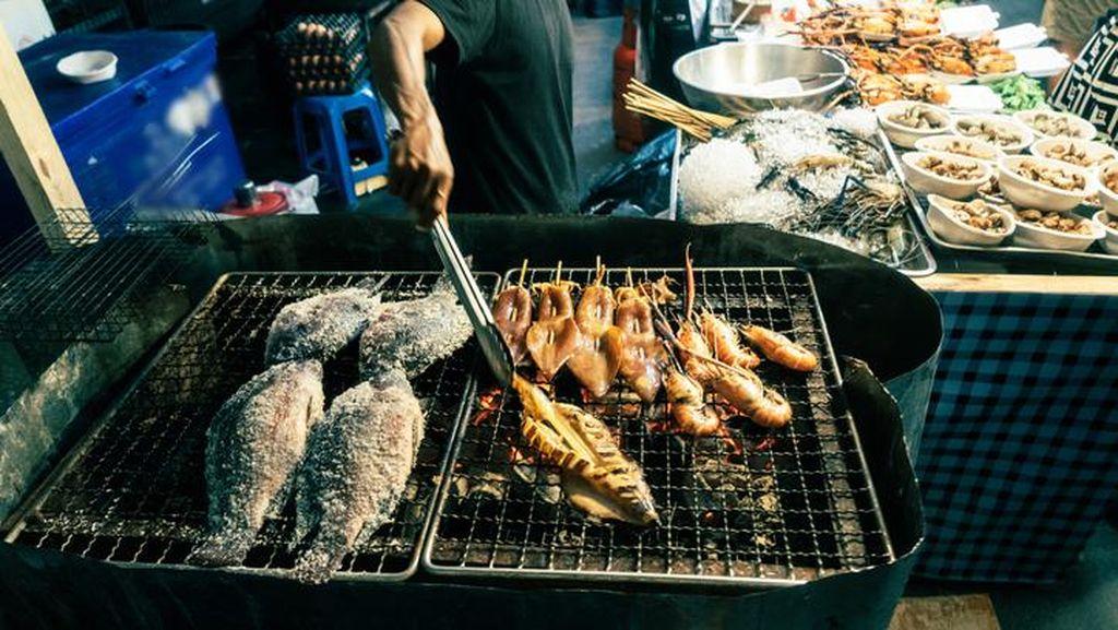 Pasar Seafood Dikaitkan dengan Ledakan Kasus COVID-19 di Thailand
