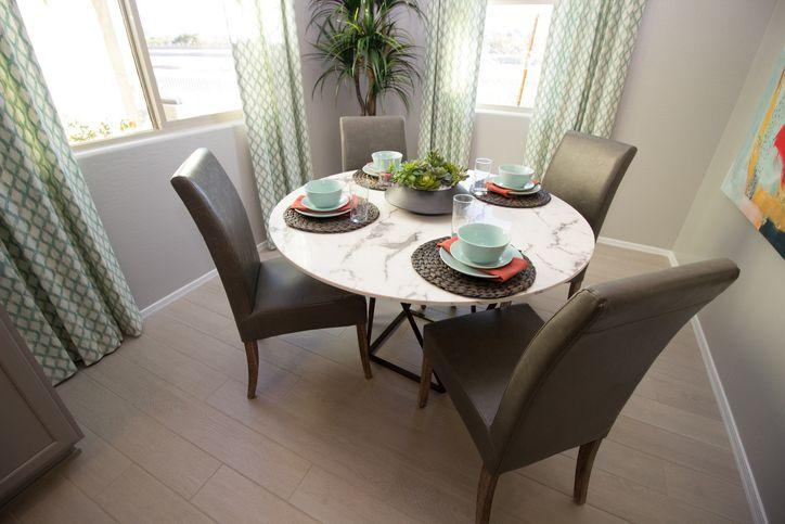 Tips memilih meja makan