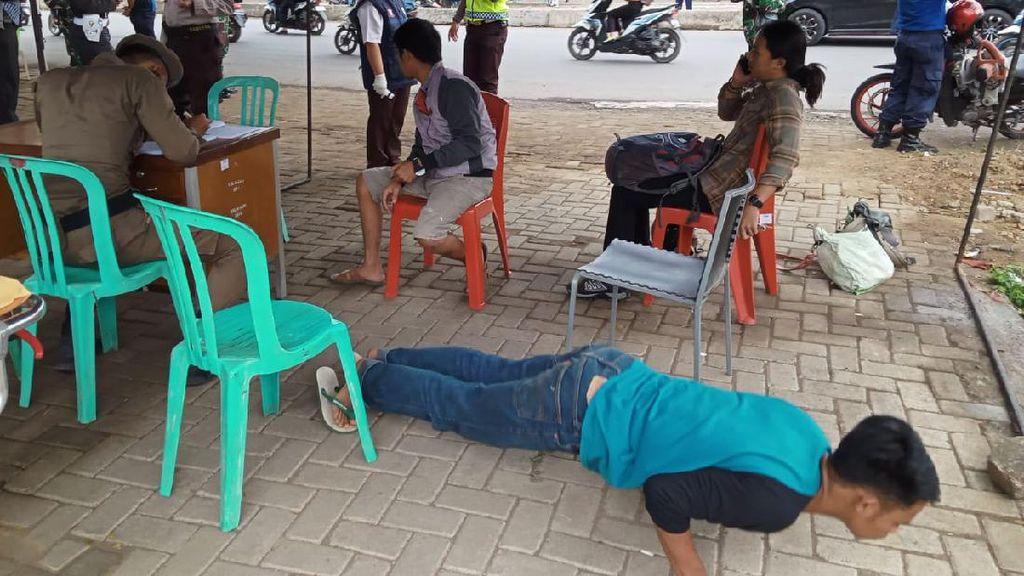 Kedapatan Tak Bermasker, Warga di Makassar Dihukum Push Up-Jalan Jongkok