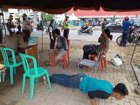 Warga tak bermasker di Makassar dihukum push up dan jalan jongkok (dok. Istimewa).