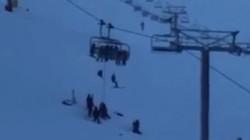 Mau Main Ski, 12 Wisatawan Malah Terjebak di Kereta Gantung