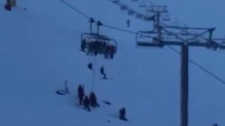 12 Wisatawan Terjebak di Kereta Gantung saat mau main ski di Mt Hutt
