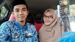 Foto Kisah Cinta Guru dan Murid di Sulawesi yang Berakhir Manis di Pelaminan
