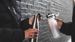 Ini Tips Cuci Botol Minum Agar Tak Jadi Sarang Bakteri