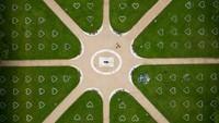 Pandangan udara dari Queen Square, di Bristol, Inggris. Tanda-tanda berbentuk hati dibuat di rumput untuk menjaga jarak sosial.