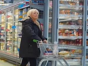 Demi Dapat  Uang Tunjangan Rp 18 M, Nenek Ini Pura-pura Buta Selama 15 Tahun