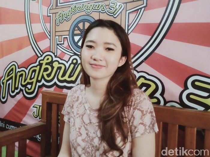 Daniella (20), penjual hik atau angkringan di Klaten, Jawa Tengah yang cantik dan bikin gagal fokus, Selasa (14/7/2020).