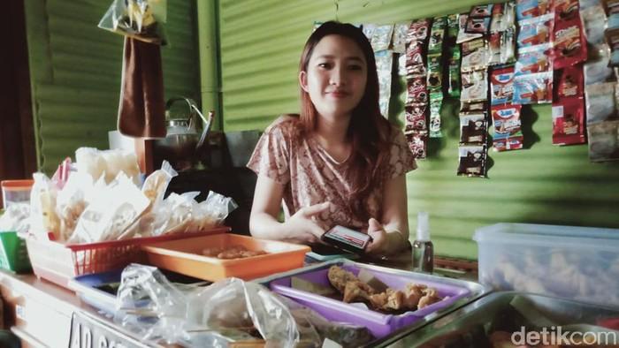 Daniella Ananda Setiawan (20), penjual hik atau angkringan di Klaten, Jawa Tengah yang bikin gagal fokus, Selasa (14/7/2020).