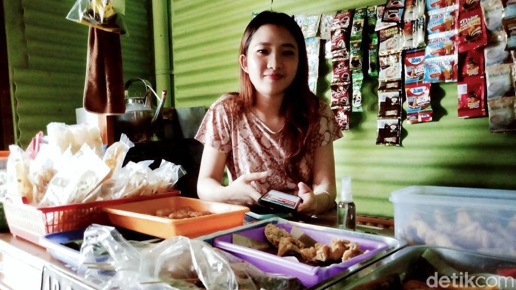 Gegara Viral, Daniella Bakul Angkringan Cantik Ditawari Jadi Model