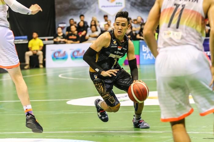 Pemain Bima Perkasa, Dimas Tarigan, di IBL 2020.