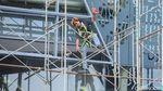 Duh, Pekerja Konstruksi Ini Sepelekan Keselamatan Kerja
