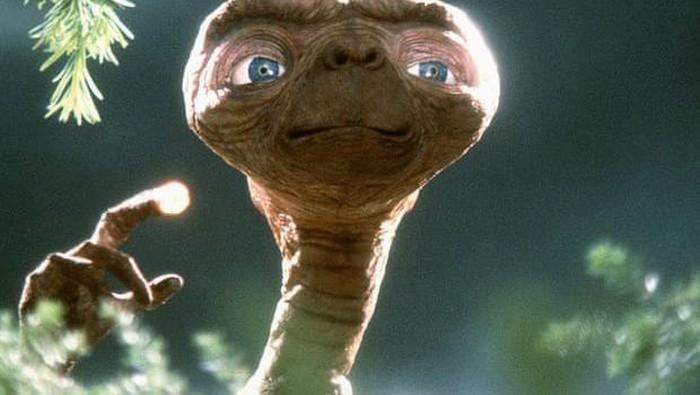 Tampilan alien dalam film E.T.: The Extra-Terrestrial.