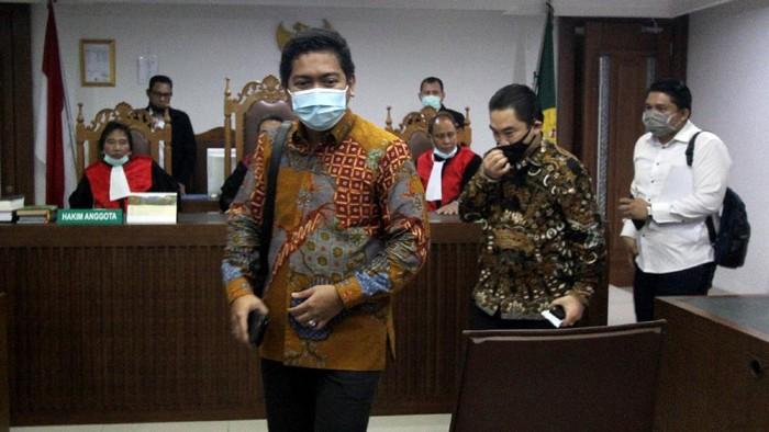 Direktur Utama PT Karya Citra Nusantara (KCN) Widodo Setiadi hadir saat sidang Penundaan Kewajiban Pembayaran Utang (PKPU) di Pengadilan Negeri Jakarta Pusat, Senin (13/7/2020). Hakim kembali penundaan sidang dikarenakan belum menerima salinan perdamaian yang diajukan debitur.