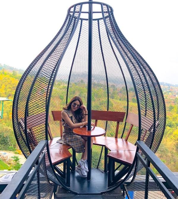 Tak cuma Bali, Hana juga diketahui suka berlibur ke Kota Kembang Bandung(Instagram)