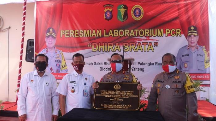 Kapolda Kalteng Irjen Dedi Prasetyo meresmikan Laboratorium PCR Dhira Brata Rumah Sakit Bhayangkara Tingkat III Palangka Raya.