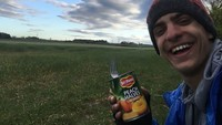 Tepat pada 10 Mei, dia mulai bersepeda pulang dengan membawa ikan sarden kaleng, selai kacang dan roti, sleeping bag, tenda dan perlengkapan sepedanya.