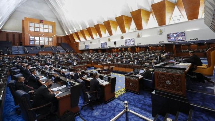 Malaysias members of parliament attend a session of the lower house of parliament in Kuala Lumpur, Malaysia, Monday, July 13, 2020. (AP Photo/Vincent Thian)