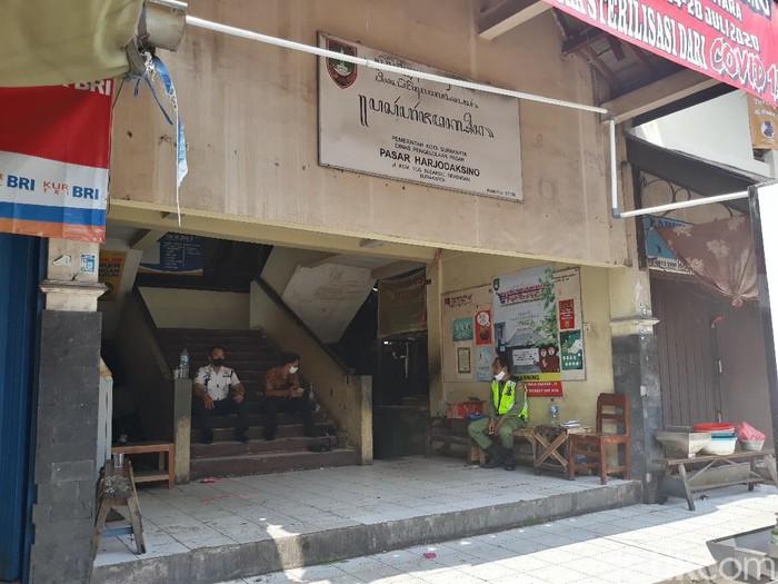 Pasar Harjodaksino Solo ditutup gegara Corona, Selasa (14/7/2020).