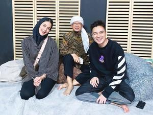 Gaya Paula Verhoeven Wong Pakai Hijab Saat Bertemu Aa Gym