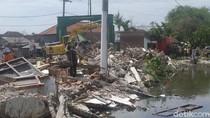 23 Bangunan Liar Penyebab Banjir Dua Desa di Sidoarjo Dibongkar
