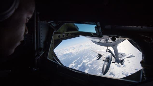 Pengisian BBM pesawat di udara
