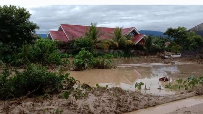 Permukiman warga di Luwu Utara terendam lumpur akibat banjir bandang (dok. Istimewa).