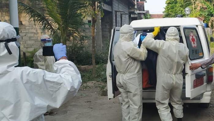 Proses evakuasi buruh bangunan di Klaten