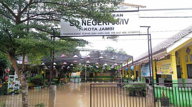 SD di Kota Jambi terendam akibat hujan deras
