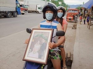 Cegah Corona, Filipina Wajibkan Suami-Istri Boncengan Motor Bawa Surat Nikah