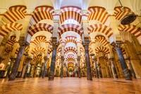 Sebelum menjadi Masjid Cordoba di Spanyol semenjak kekhalifahan Umayyah abad ke-10 dan ke-11, bangunan ini pernah menjadi menjadi tempat ibadah umat Katolik sejak penaklukan kembali Kristen atas kota pada tahun 1236. (iStock)