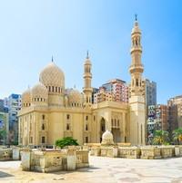 Sebelum menjadi Masjid Attarine di Mesir, bangunan ini dulu berfungsi sebagai gereja dari tahun 370 dan didedikasikan untuk St Athanasius, seorang tokoh penting dalam gereja Ortodoks Koptik. Tempat ibadah di kota Mediterania Alexandria diubah menjadi masjid selama invasi Islam abad ke-tujuh. (iStock)
