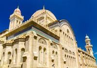 Masjid Ketchaoua di Aljazair dulunya sempat berubah fungsi menjadi gereja Katolik Saint Philippe pada tahun 1830-1962, di masa pemerintahan kolonial Prancis. Dan Misa pertama dirayakan di sana pada 24 Desember 1832. Namun tahun 1962, tepatnya setelah kemerdekaan Aljazair, Ketchaoua kembali menjadi masjid. (iStock)