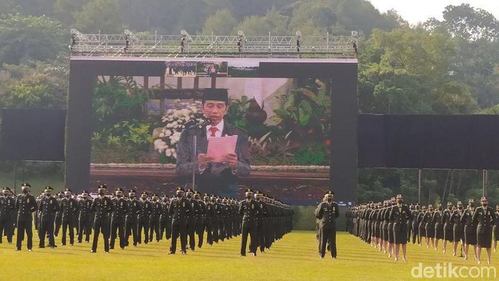 Jokowi Lantik 254 Lulusan Akmil Jadi Perwira Remaja Secara Virtual